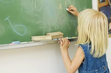 ©Classroom kids/6PA/MAXPPP ; fillette,enfance,créativité,tableau,dessiner,petite fille,fillettes,tableaux,écolière,fille,enfant,une personne,européen du nord,seulement une fille,éducation,récréation,gomme,craie,tenue décontractée,classe,école,école élémentaire,intérieur,jour,debout,blonde,jean,gribouillage,gribouiller,de dos,tete et épaules,image couleur,4-5 ans,salle de classe,école primaire,un personnage,caucasien,cheveux blonds,vetements décontractés,plan poitrine,griboullis,image en couleur,seulement une filette,seulement une petite fille,enfants,classes,écoles,écoles élémentaires,écoles primaires,gommes,caucasiens,caucasienne,caucasiennes,blondes,écolières,craies,tenues décontractées,gribouillages,images couleur,tracer,denim,habits décontractés,petites filles,dessinant,dessine,éduquer,salles de classe,images en couleur,gribouillant,little girl,childhood,creativity,blackboard,drawing,elementary student,girl,child,one person,northern european ethnicity,one girl only,education,recess,eraser,chalk,casual clothes,classroom,school,elementary school,indoors,day,standing,blonde,denim,scribbling,doodling,rear view,head and shoulders,color image,4-5 years,kid,kids,caucasian,little girls,blackboards,girls,children,classrooms,recesses,schools,elementary schools,erasers,caucasians,blondes,elementary students,denims,casual clothing,color images,chalkboard,primary school,one individual,white ethnicity,blond hair,blond haired,schoolchild,interior,daytime,informal clothing,casualwear,scribbles,doodles,colour image,chalkboards,rear views,primary schools,schoolchildren,chalks,informal clothes,colour images,young girl,draw,draws,creatively,back view,from the back,standing up,blondy,elementary school student,daylight,casual apparel,casually dressed,informal wear,scribble,doodle,black-board,black board,blond-haired,blondhaired,indoor,day-time,casual wear,age 4-5,kleines mädchen,kindheit,kreativität,tafel,zeichnen,tafeln,schülerin,mädchen,kind,ein