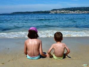 Los riesgos que la sobreexposición solar tiene para los niños