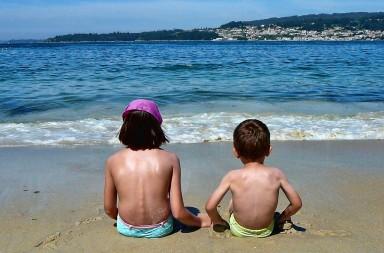 Marín, Mogor-Hermanos mirando al mar. SOBREEXPOSICION solar