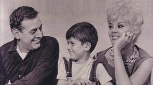 Dario Fo y Franca Rame con su hijo Jacopo (Wikipedia)