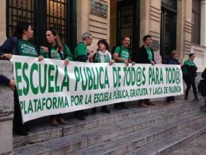 Convocantes de la concentración. Foto Radio Palencia