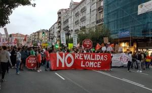 Manifestación de estudiantes y profesores por las calles de Santander. Foto Cadena SER