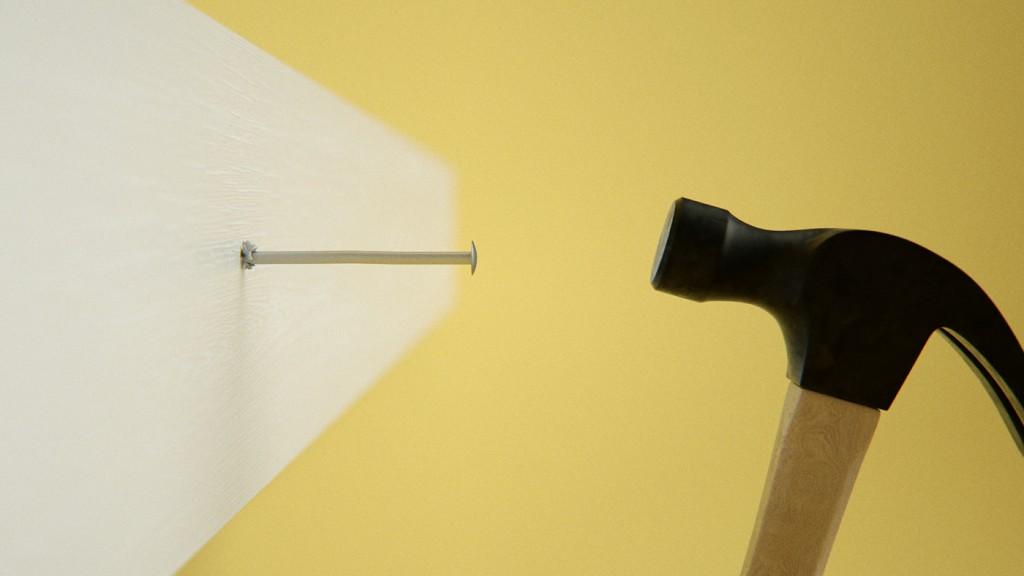 Un martillo a punto de clavar un clavo (o no). Florent Porta