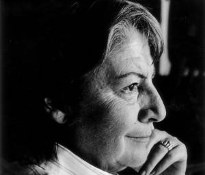 Gloria Fuertes en una imagen de promoción de 1976. 'EL LIBRO DE GLORIA FUERTES' (BLACKIE BOOKS). FUNDACIÓN GLORIA FUERTES