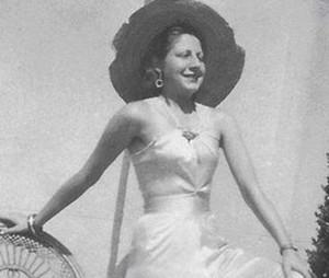 Gloria Fuertes en 1937