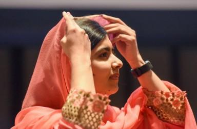 """Malala se definió como feminista y confió en que más mujeres y hombres trabajen por la igualdad de género, al tiempo se dijo decepcionada por una hoy extendida y a su juicio falsa imagen del islam. """"El verdadero mensaje del islam es la paz"""", subrayó, defendiendo también a su país, Pakistán. REUTERS Stephanie Keith"""