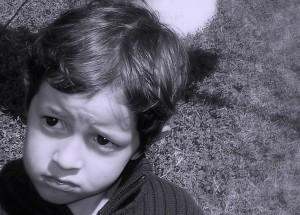 ¿Cómo puede ser consciente un niño de que siente ANGUSTIA? La ANGUSTIA aparece cuando NOS SOBREPASA un sufrimiento o una situación que estamos viviendo.