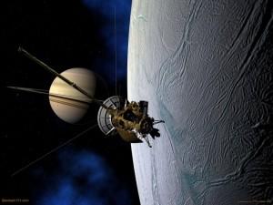 La sonda Cassini sobrevolando la luna Encélado de Saturno