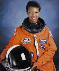 MAE C. JEMISON ● Astronauta y doctora