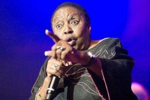 MIRIAM MAKEBA ● Activista y cantante, en una actuación