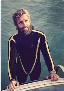 Philippe Cousteau después de una inmersión fuera de la isla de Isabella, cerca de Mazatlán, México, en 1975