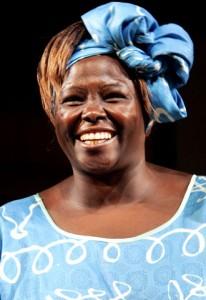 Wangari Maathai, en una fotografía tomada en 2004