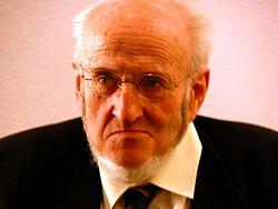 Álvaro Pombo nació en Santander, el 23 de junio de 1939. Es un poeta, novelista, político y activista español.