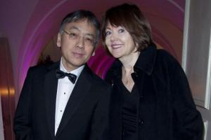Kazuo Ishiguro con Lorna MacDougall, su esposa desde 1986