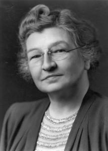 Edith Clarke destacó por ser la primera mujer en obtener la maestría de ingeniería eléctrica en el MIT, y la primera profesora de ingeniería eléctrica en la Universidad de Texas