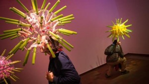"""""""Beehave"""", una exposición temporal en la Fundació Miró. Las abejas y la polinización."""