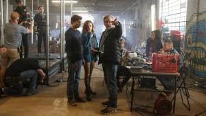 Steven Spielberg, en el rodaje de 'Ready player one', junto a los actores Tye Sheridan y Olivia Cooke. JAAP BUITENDIJK