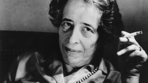 Hannah Arendt (14 de octubre de 1906 - 4 de diciembre de 1975) fue una filósofa y teórica política alemana, posteriormente nacionalizada estadounidense, de origen judío y una de las personalidades más influyentes del siglo XX. Fotografía de 1969 de la escritora Hannah Arendt. ASSOCIATED PRESS.