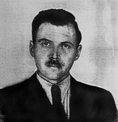 Josef Mengele (16 de marzo de 1911 –7 de febrero de 1979) fue un médico, antropólogo y oficial alemán de las Schutzstaffel (SS) durante la Segunda Guerra Mundial en el campo de concentración de Auschwitz, donde fue miembro notorio de un grupo de médicos responsable de la selección de las víctimas que iban a ser ejecutadas en las cámaras de gas y realizó experimentos mortales con prisioneros. Fotografía del documento de identidad argentino de Mengele, 1956.