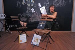 Montserrat Morata Santos es doctora en Periodismo por la Universidad Complutense de Madrid, donde imparte clases de redacción periodística. Es autora de 'Aviones de papel', la primera biografía escrita en castellano sobre Saint-Exupéry, el autor de 'El Principito', con la que ha sido finalista del II Premio de Biografía y Memorias Stella Maris. (Foto de Israel Sánchez)