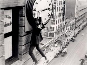 Harold Lloyd en la película El Hombre Mosca (1923), una de las imágenes más famosas del mundo del cine.