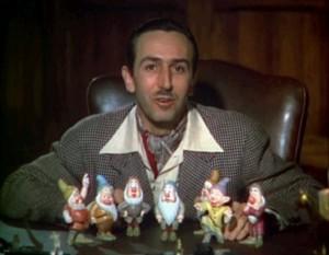 Disney en 1937 presentando a los siete enanitos en el tráiler original de Blancanieves.