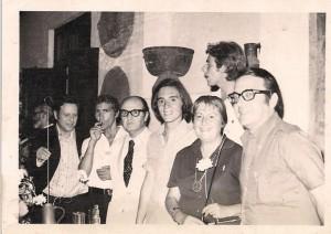 El jurado del Premio Cero de Poesía 1972 Gloria Fuertes, Antonio Gala, Rafael Pérez Estrada, Pepe Mercado y José Infante con el premiado Juvenal Soto y Paco Campos