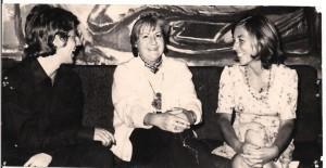Gloria Fuertes en Málaga en 1972 con la periodista Juana Basabe y el poeta José Infante