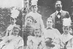 Anna Freud junto a su familia