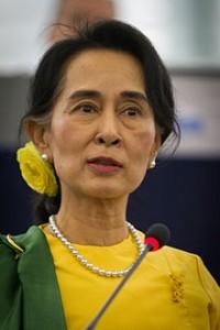 Cuentos de buenas noches para niñas rebeldes. AUNG SAN SUU KYI ● Política. Fotografía de 2013