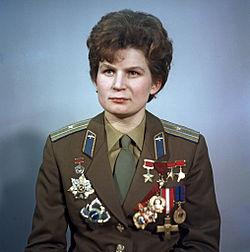Valentina Tereshkova, ingeniera y cosmonauta, se convirtió en la primera mujer en viajar al espacio.