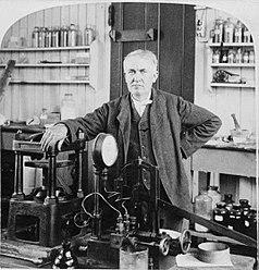 Edison, en su taller de Nueva Jersey, en 1901.