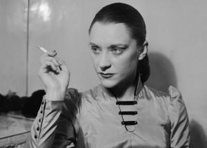 María Casares, en 1949 en un montaje de 'Los justos', de Camus, en el Teatro Hébertot de París. ROGER VIOLLET (CORDON PRESS)