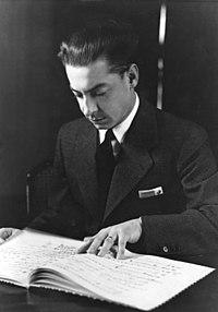 Herbert von Karajan (5 de abril de 1908 -16 de julio de 1989) fue uno de los más destacados directores de orquesta del periodo de la posguerra y, en general, del siglo XX. Dirigió la Orquesta Filarmónica de Berlín durante treinta y cinco años. Imagen: Herbert von Karajan en 1938.