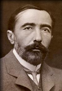 Joseph Conrad (3 de diciembre de 1857 – 3 de agosto de 1924), fue un novelista polaco que adoptó el inglés como lengua literaria. Conrad, cuya obra explora la vulnerabilidad y la inestabilidad moral del ser humano, está considerado como uno de los más grandes novelistas de la literatura inglesa. El retrato es del año 1904.