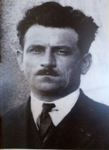 Didier Daurat (2 de enero de 1891 - 2 de diciembre de 1969) fue un pionero de la aviación francesa. Fue piloto de combate durante la Primera Guerra Mundial. Después de la guerra, se unió a una compañía aérea, que luego se convirtió en Compagnie générale aéropostale - Aéropostale, después Air France, donde fue piloto y más tarde director de operaciones. Antoine de Saint-Exupéry se inspiró en él para el personaje de Rivière en 'Vuelo nocturno' ('Vol de nuit', 1931).