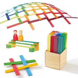 Juegos de bloques. Juguetes de construcción de madera para niños.