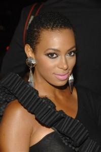 Personas famosas que han reconocido tener TDAH | Solange Knowles - Cantante, hermana de Beyonce