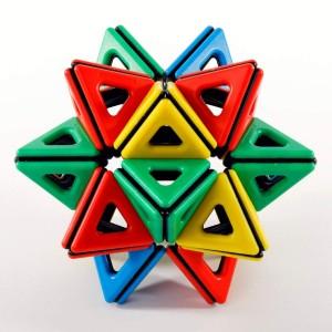 Juegos para aprender matemáticas   Magnetic Polydron. Set matemático de 118 piezas imantadas   De 3 a 15 años