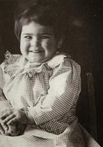 Frida con 2 años de edad, México, 1909.