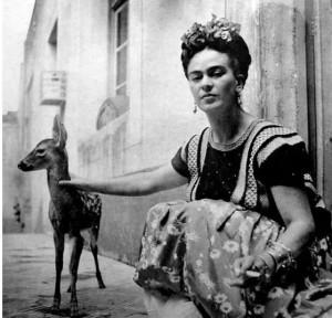 Frida siempre demostró su fascinación y afecto por los animales.